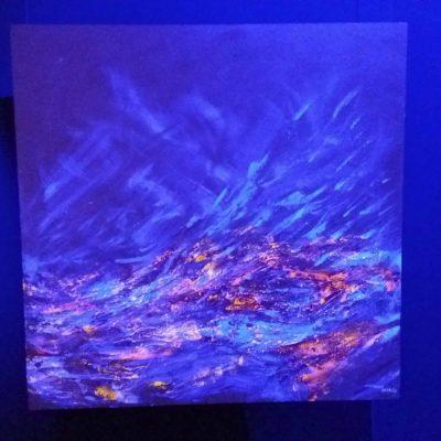 """Acrílica sobre tela """"Luz do Sol"""", com projeção de luz azul"""